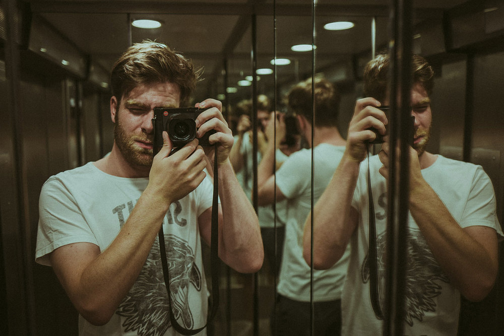 klaus-schwaiger-photographer-2017-selfie-2-web-1280px.jpg