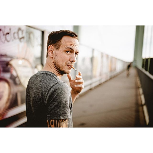 Throw back to when I walked the highway bridge in Rodenkirchen with Chris Hicking. Chris is a writer, photographer and a painter. Our hearts are broken because all the graffiti in the background has been cleaned recently. Bridge has lost some of it's vibe because of that, I think. Good thing a lot of the glass walls are shattered, so you still can't look through them. Cologne ... 🤔🙄