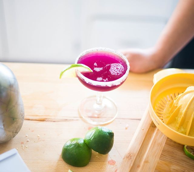 I could brunch all day if you let me have this hibiscus infused drink to go with all the grub!  I may even skip the food and go for the drink as is.  Check out the Florista by the Bar (the cocktail) recipe that @lunenburgmama developed to share on the blog!  It's deelish!⠀⠀⠀⠀⠀⠀⠀⠀⠀ ⠀⠀⠀⠀⠀⠀⠀⠀⠀ ⠀⠀⠀⠀⠀⠀⠀⠀⠀ link: https://www.stylethisshindig.co/blog/florista-by-the-bar-the-cocktail #bostonblogger #thatgoodtimevibe #bostonbloggers #savvycommunity #theeverygirl #badasswomenofcolor #livecolorfully #abmhappylife #thatsdarling #livecolorfully #abmlifeisbeautiful #abmlifeiscolorful #flashesofdelight #everydayshesparkling #pursueconnections #pursueplay #shindigstylesesh #shindigplaysesh #masterofwingingit #floristabythebar