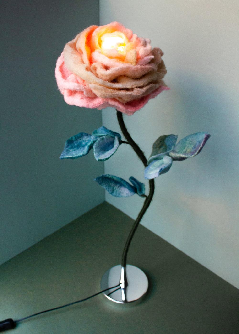 felt-flower-lamp_Thyme-Rose_Adelya-Tumasyeva_1.jpg