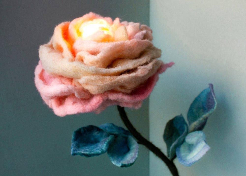 felt-flower-lamp_Thyme-Rose_Adelya-Tumasyeva_6.jpg