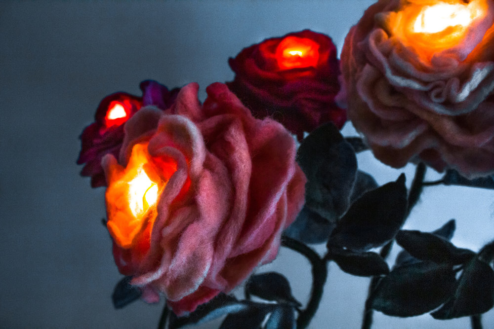 felt-flower-lamp_All-Roses_Adelya-Tumasyeva_1.jpg