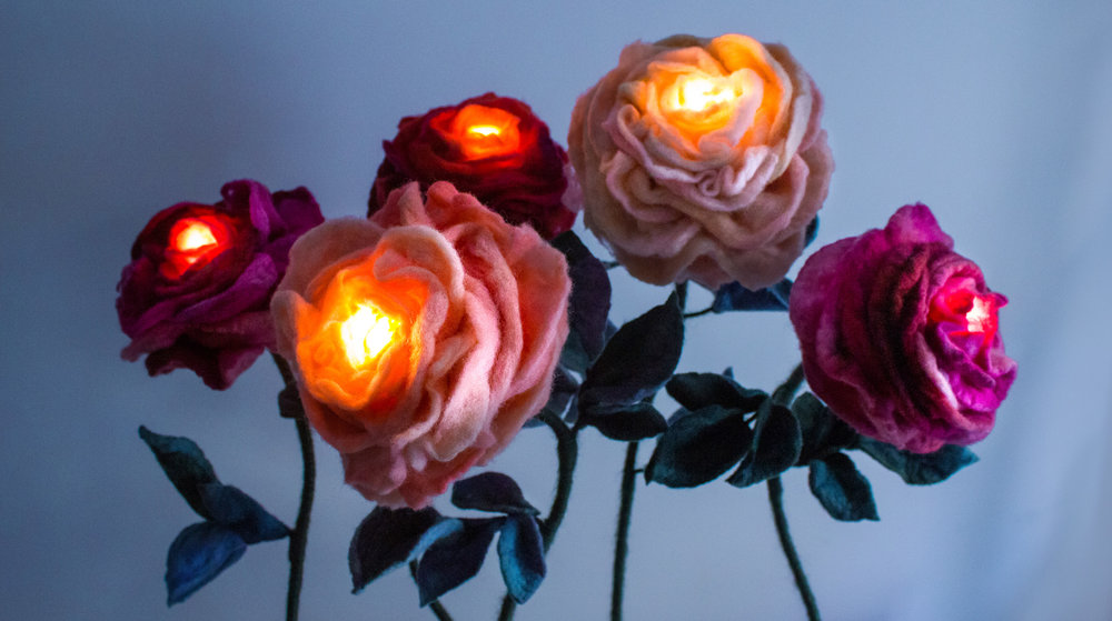 felt-flower-lamp_All-Roses_Adelya-Tumasyeva_3_2.jpg