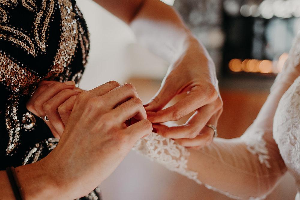 getting-ready-broadway-hall-bellingham-wedding-megan-gallagher-photography (95 of 381).jpg