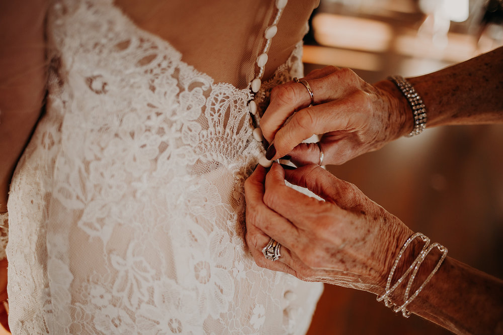 getting-ready-broadway-hall-bellingham-wedding-megan-gallagher-photography (118 of 381).jpg