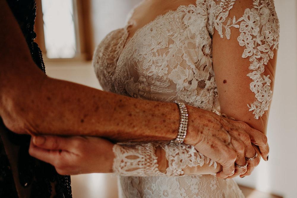 getting-ready-broadway-hall-bellingham-wedding-megan-gallagher-photography (128 of 381).jpg