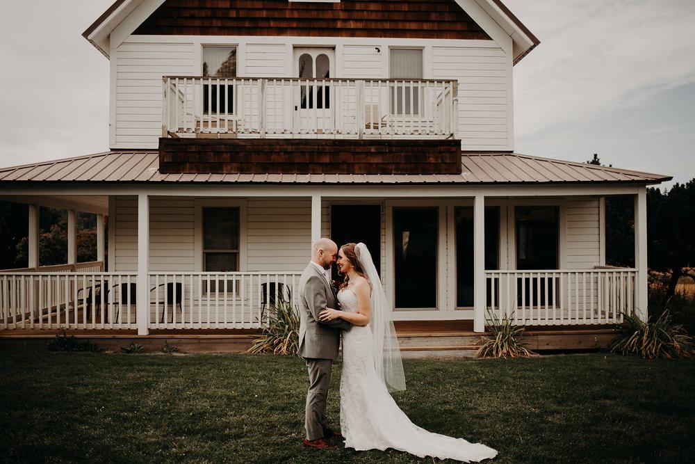 cattle-barn-wedding-cle-elum-washington-megan-gallagher-photography-winston-salem-photographer (5).jpg