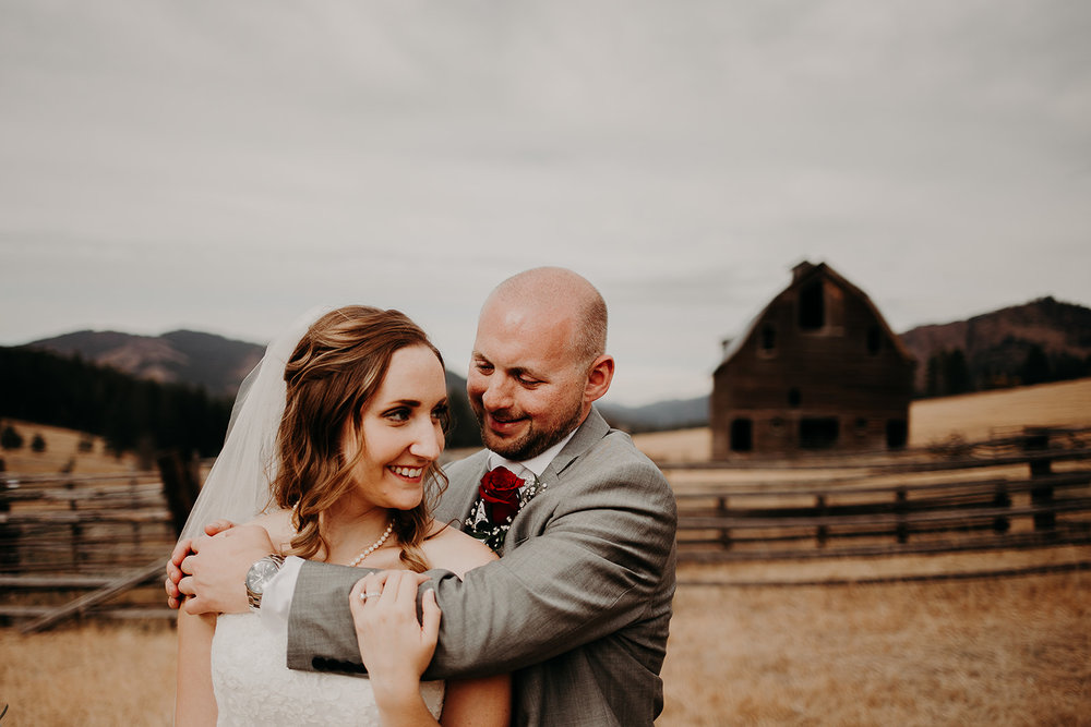 cattle-barn-wedding-cle-elum-washington-megan-gallagher-photography-winston-salem-photographer (13).jpg