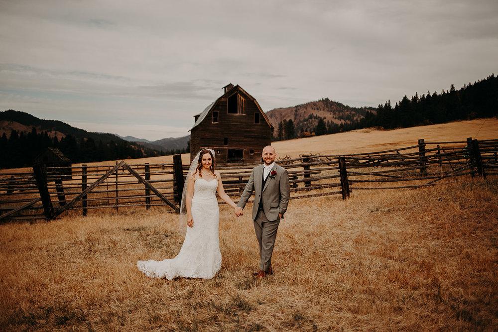 cattle-barn-wedding-cle-elum-washington-megan-gallagher-photography-winston-salem-photographer (12).jpg