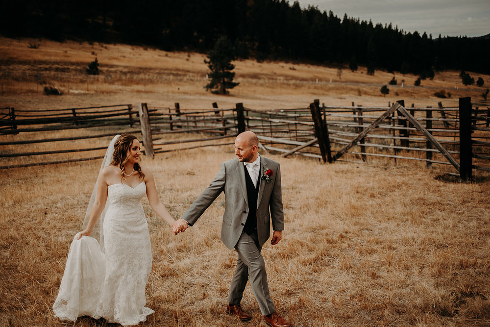 cattle-barn-wedding-cle-elum-washington-megan-gallagher-photography-winston-salem-photographer (14).jpg