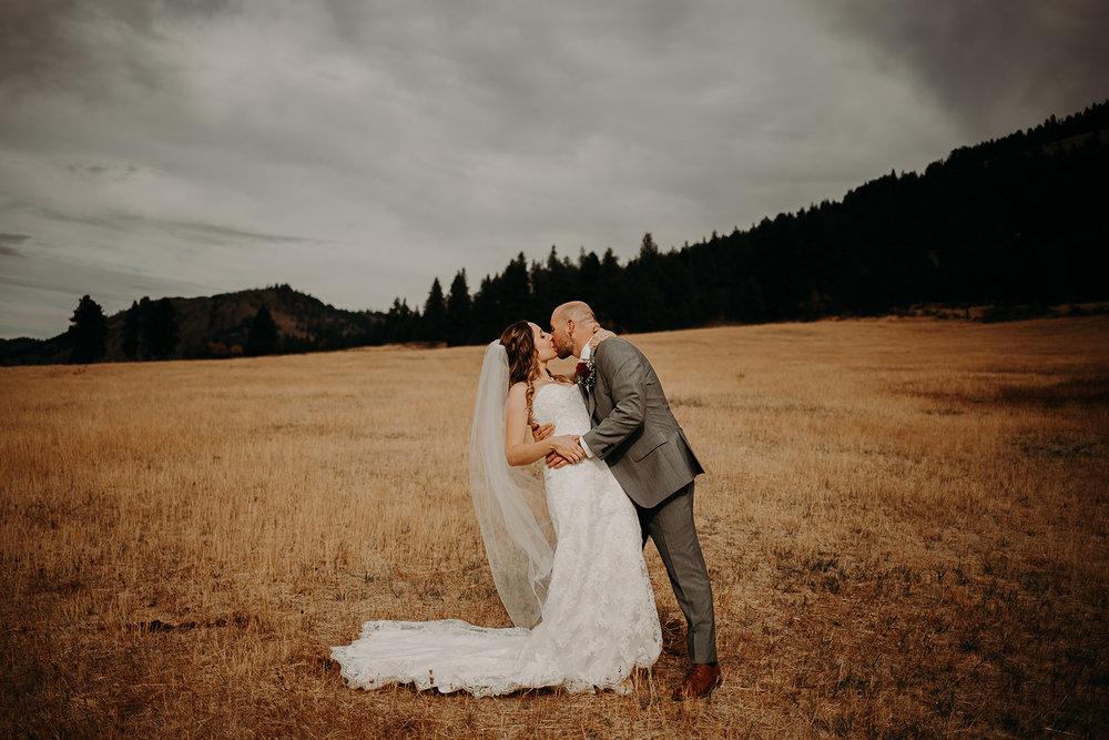 cattle-barn-wedding-cle-elum-washington-megan-gallagher-photography-winston-salem-photographer (16).jpg