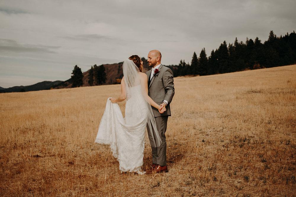 cattle-barn-wedding-cle-elum-washington-megan-gallagher-photography-winston-salem-photographer (17).jpg