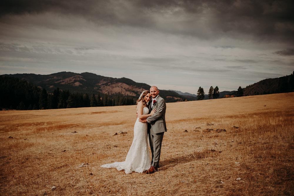cattle-barn-wedding-cle-elum-washington-megan-gallagher-photography-winston-salem-photographer (18).jpg