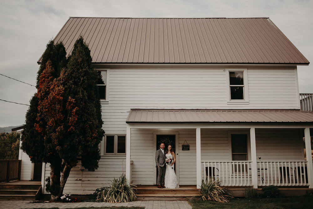cattle-barn-wedding-cle-elum-washington-megan-gallagher-photography-winston-salem-photographer (21).jpg