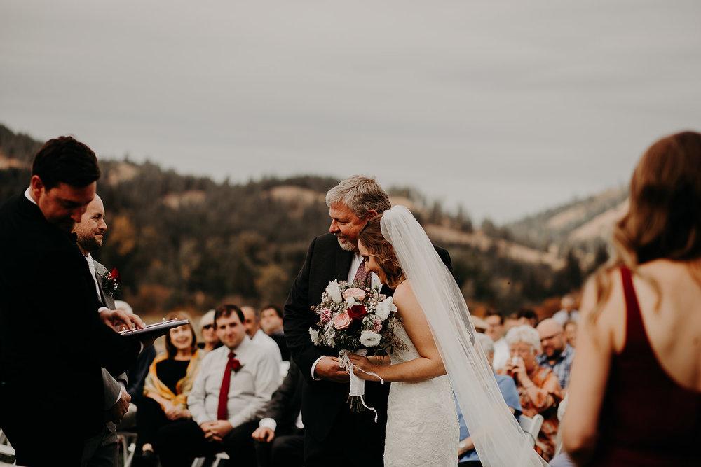 cattle-barn-cle-elum-washington-wedding-megan-gallagher-photography-winston-salem-photographer (17).jpg