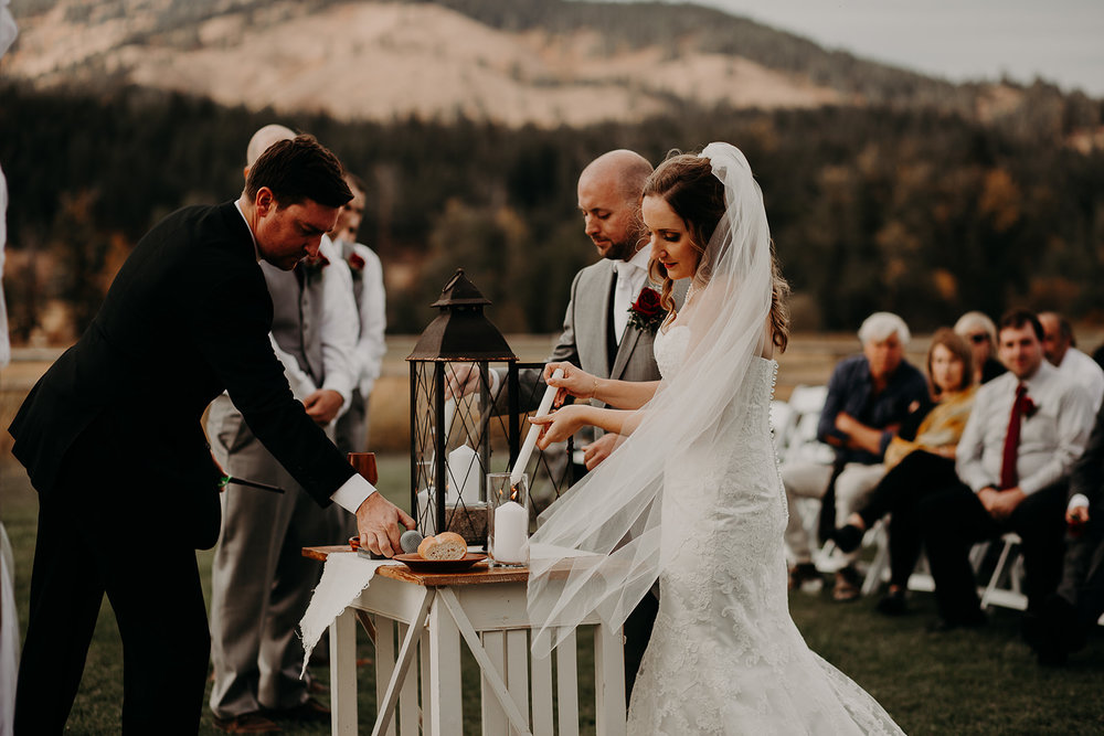 cattle-barn-cle-elum-washington-wedding-megan-gallagher-photography-winston-salem-photographer (22).jpg