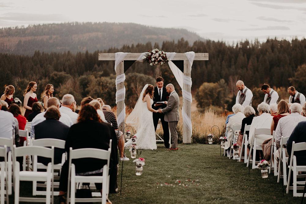 cattle-barn-cle-elum-washington-wedding-megan-gallagher-photography-winston-salem-photographer (23).jpg