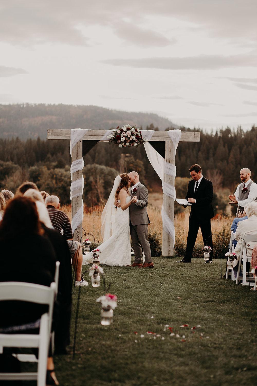 cattle-barn-cle-elum-washington-wedding-megan-gallagher-photography-winston-salem-photographer (24).jpg