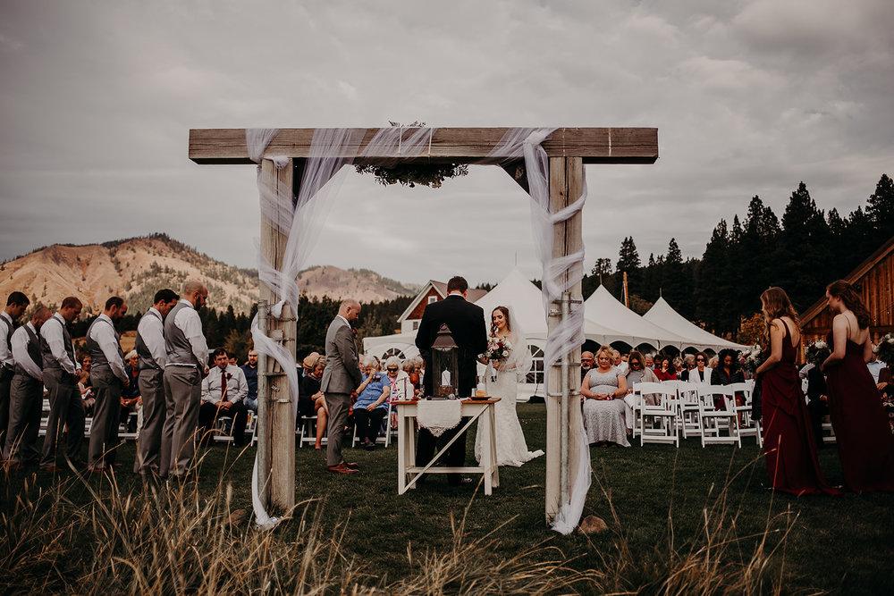 cattle-barn-cle-elum-washington-wedding-megan-gallagher-photography-winston-salem-photographer (27).jpg