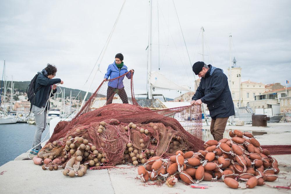 """Magnifique coup """"récup'"""" d'un immense filet de pêche, avec l'aide d'un pêcheur de la Ciotat"""