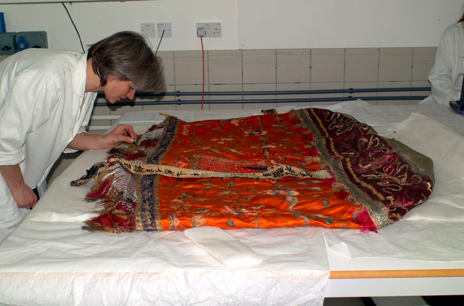 Preparing a conservation strategy for a Chinese ceremonial parasol