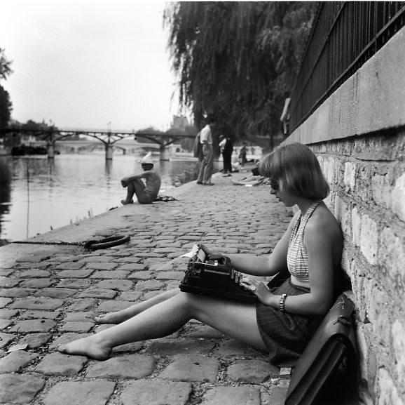 13211 La dactylo du Vert Galant, 1947.jpg