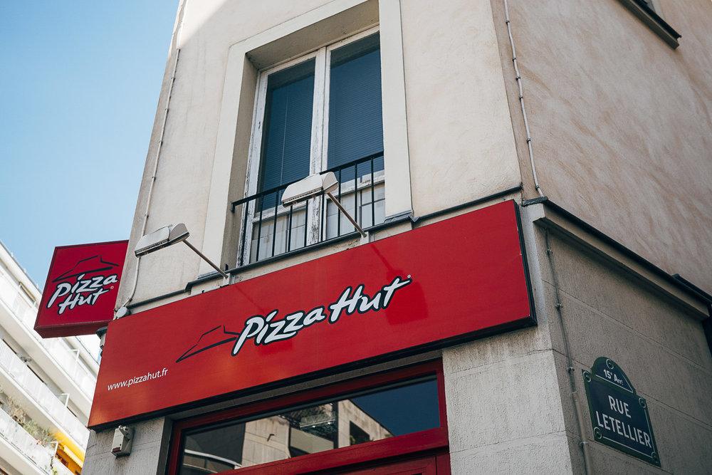 LE PIZZA HUT DE LA RUE LETTELIER OK.jpg
