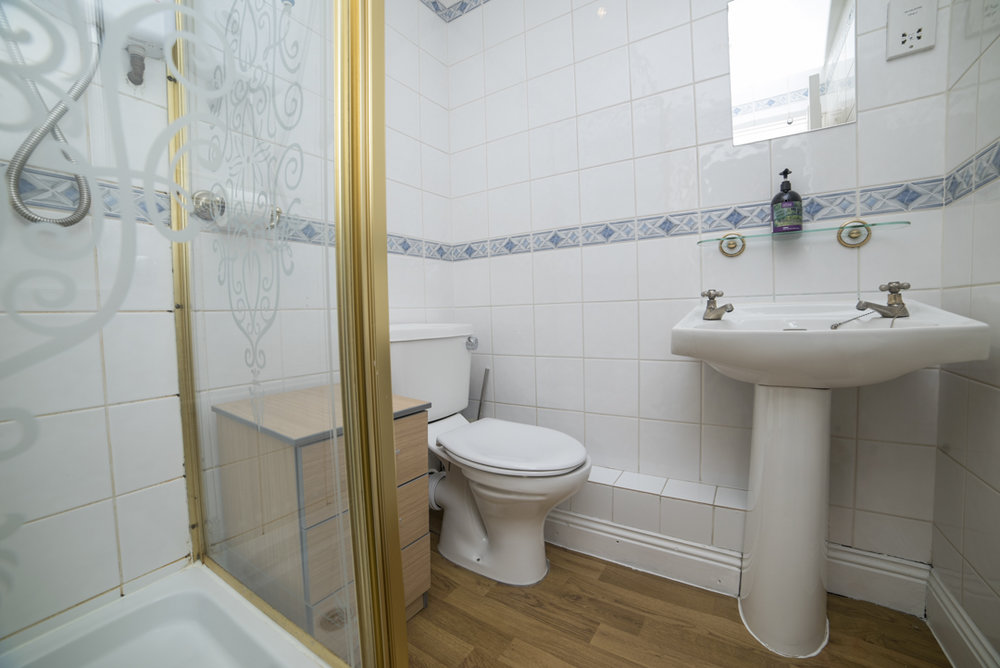 32 Airbnb Property Photography London Wide Angle Lens Modern Inexpensive.JPG