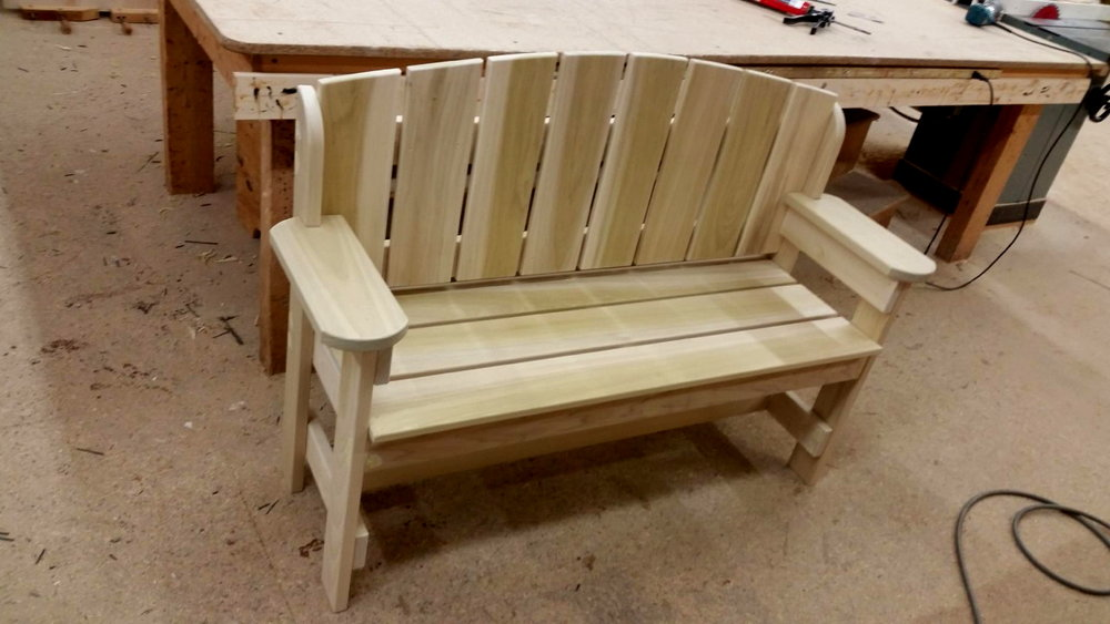 custom-poplar-wood-bench.JPG