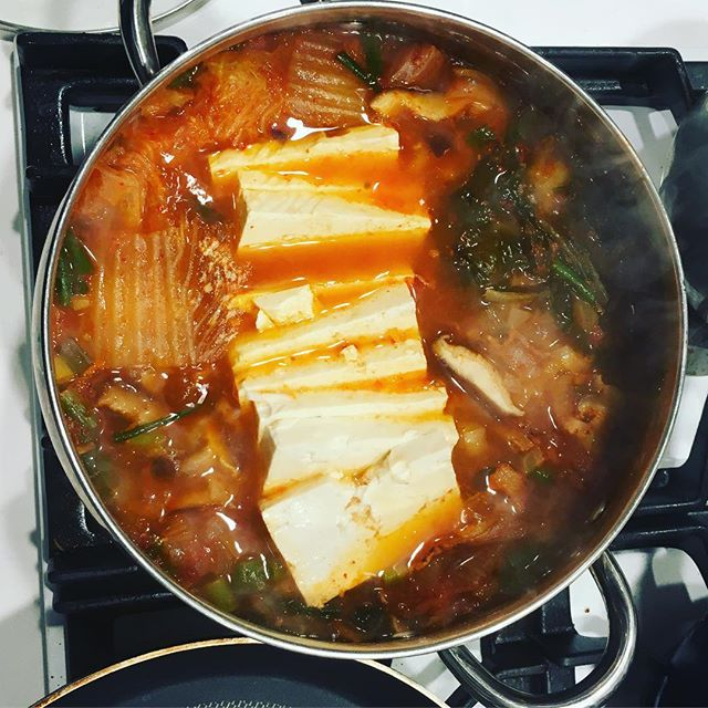 Kimchi jigae 🤤 Perfect for this rainy weather #koreanfood #kimchijigae #kimchijjigae #korean #soup