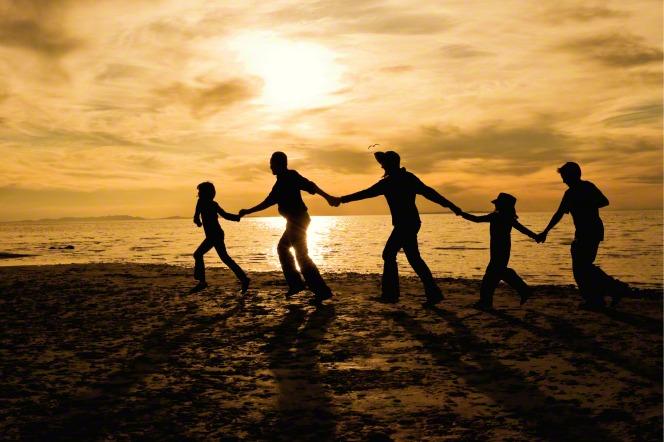 family-silhouette-on-beach-722634-gallery.jpg