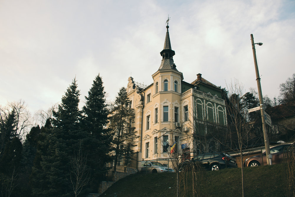 Ovu zgradu sam videla dole sa puta i jako mi se svidela, ali, nažalost, kad smo stigli do nje, saznali smo da je zapravo psihijatrijska bolnica