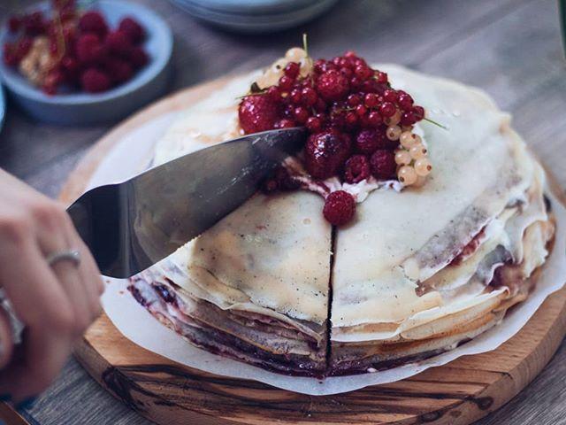 • Kako ide vaša nedelja? 😊 Kod nas torta od palačinki sa džemom od jagoda i krem sirom. 🍓• . . . #palacinke #torta #tortaodpalacinki #jagode #kremsir #kolaci #slatko #dzemodjagode #dzem #crepes #crepescake #strawberry #strawberries #strawberryjam #sir #cheesecake #recepti #kuvamososmehom