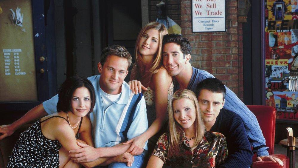 Friends - Zajednički stan kroz čiji veliki prozor se vidi žuto lišće ili sneg koji pada ili njihovo ispijanje kafa iz ogromnih šolja dole u kafiću