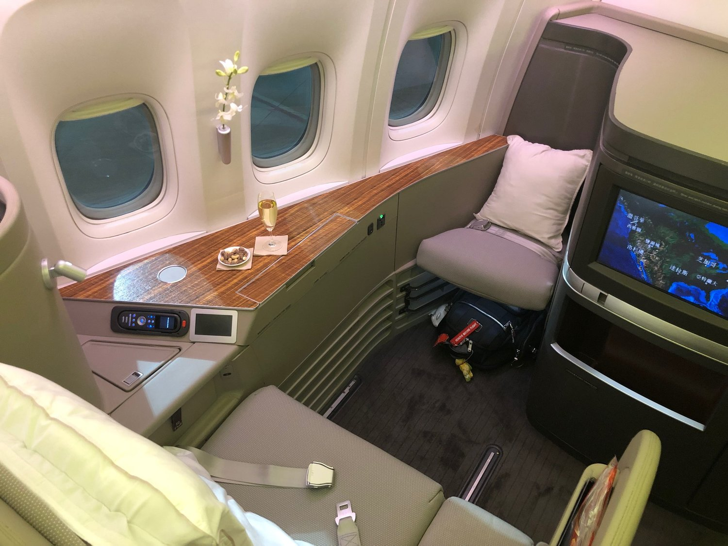 Review Cathay Pacific First Class Boeing 777 300er Vancouver To New York Fifth Freedom Flight The Mastermiles