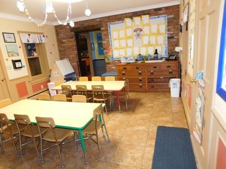 4/5's art room/snack area