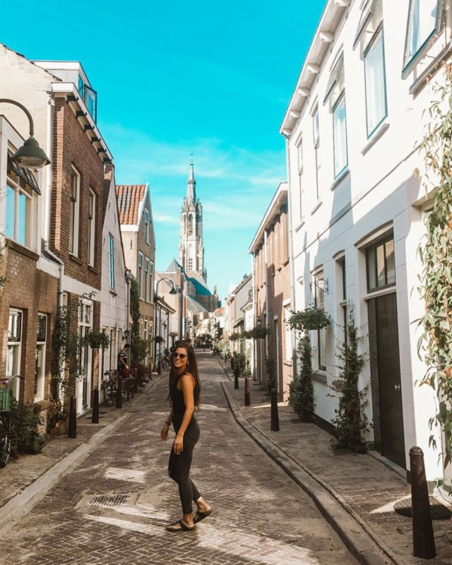 Dancing in the streets of Delft 🌼 #cantdutchthis #netherlands #holland #europeansummer
