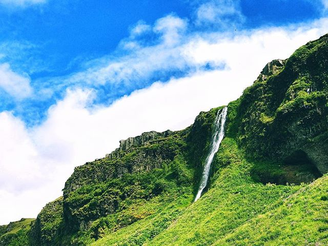 Just check out dat foss . . . . #iceland #waterfall