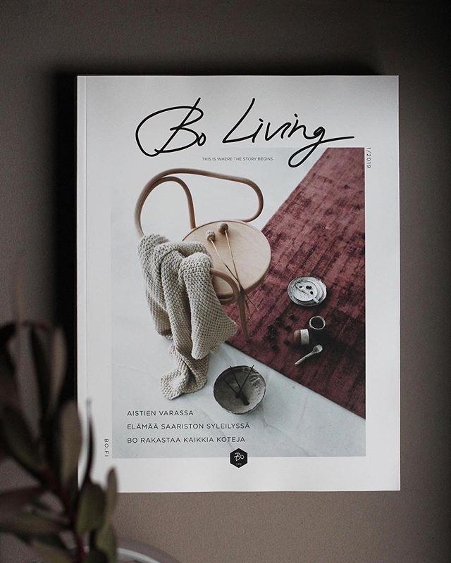 Uusi Bo Living on ilmestynyt ❣️ Niin inspiroiva lehti joka toteutetaan täysin oman talon voimin. Tähän lehteen olen minäkin päässyt kirjoittamaan pari artikkelia, happy! Kuvasta ja kaikesta kiitos päätoimittajalle @peetapeltola @bo_helsinki  #lovemyjob #mywork #interiorstylist #bo_helsinki #bolkv #thisiswherethestorybegins #boliving #happy