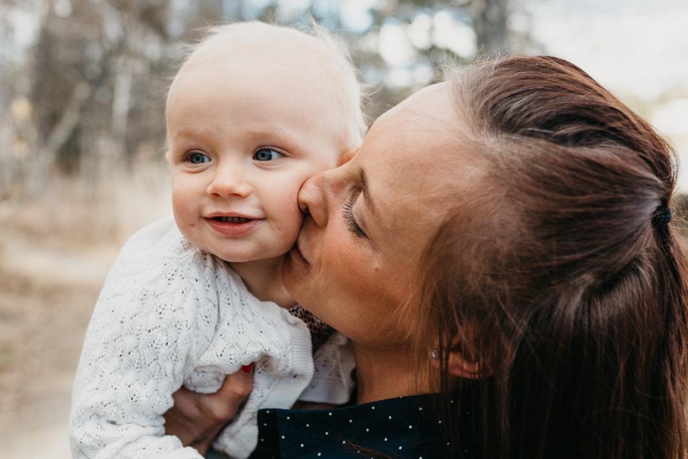 Bild på mamma med dotter.