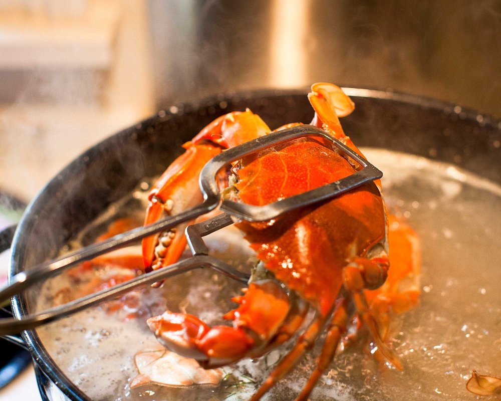 lifestyle-crab-boil-big-t-crab-dip-2500x2000.jpg