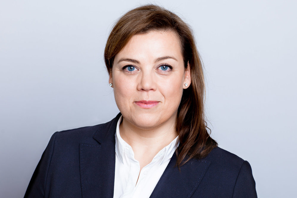 Businessportrait einer Anwältin im Business Anzug
