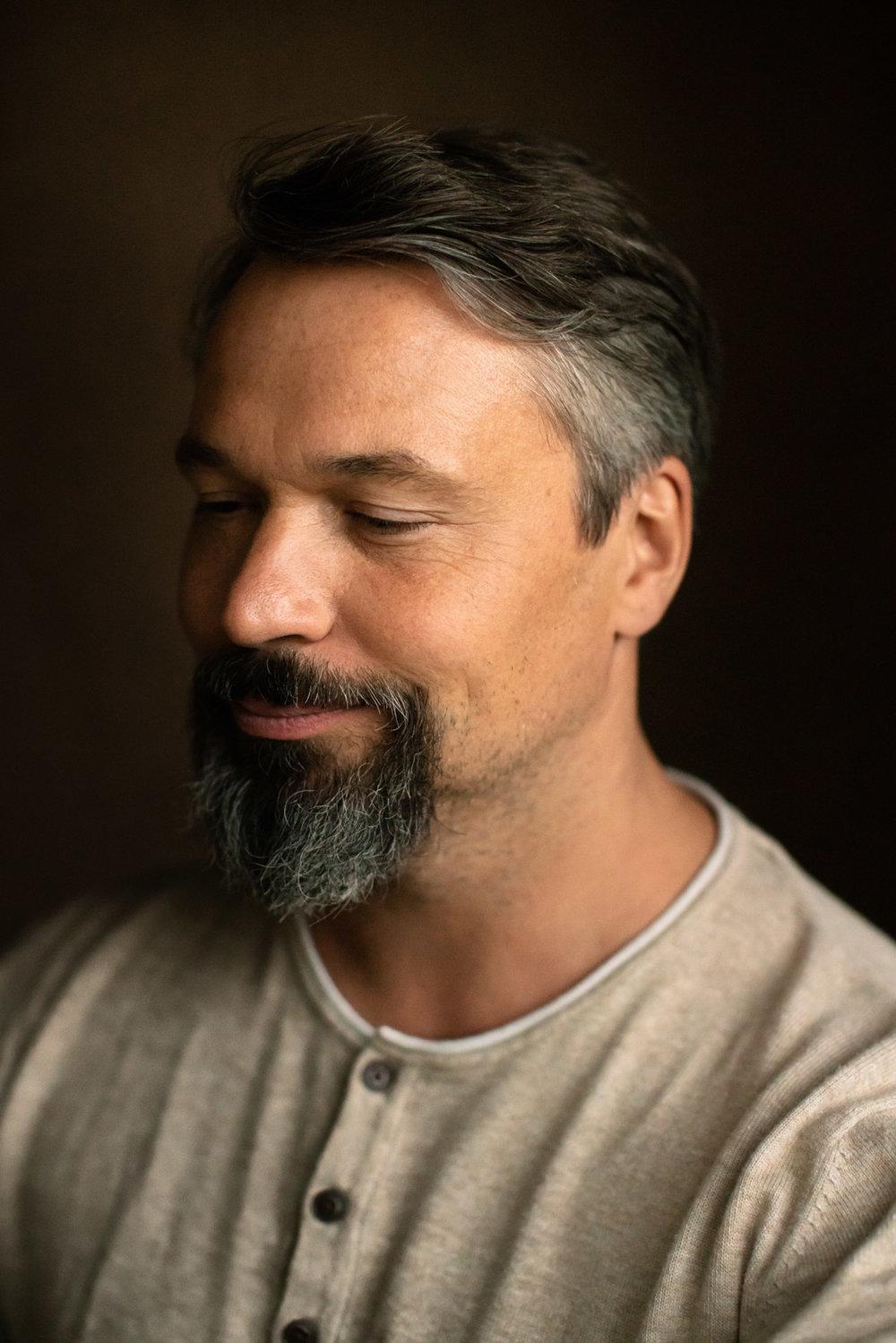 Portrait eines Meditations Lehrers in Berlin