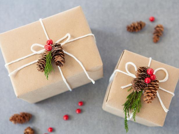 CI-Buff-Strickland_Christmas-Gift-Wrap-nature_s4x3_lg.jpg