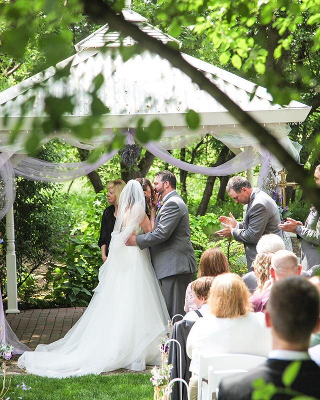 Our quaint gazebo is the perfect setting for a more intimate ceremony - with seating for up to 50 guests, and surrounded by green 🌿