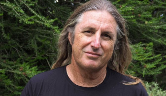 Tim Winton photo.png