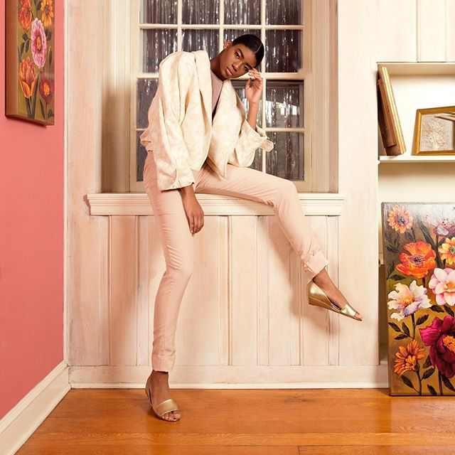 Spring wonderland 😍😍😍We absolutely love Bria in our Floral 100% SILK Suit Bomber Jacket ✨ • • • • • •  #silk #natural #bomberjacket #floralsonflorals #fashion #fashioneditorial #editorialphotography #editorial #beauty #girlboss #philly #philadelphia #madeinusa🇺🇸