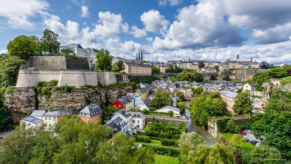 Summer in Luxembourg - Luxembourg's Corniche overlooks the valley where the Petrusse throws itself into the Alzette river - Confluence