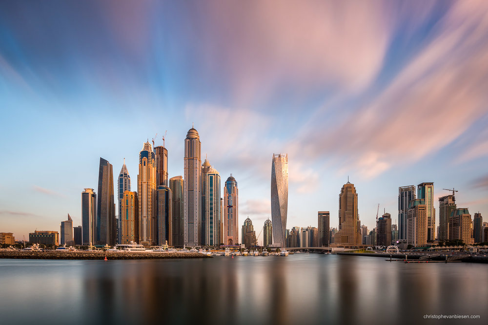 Dubai - UAE - Dubai's Marina skyline has something futuristic, almost otherwordly - Sim City