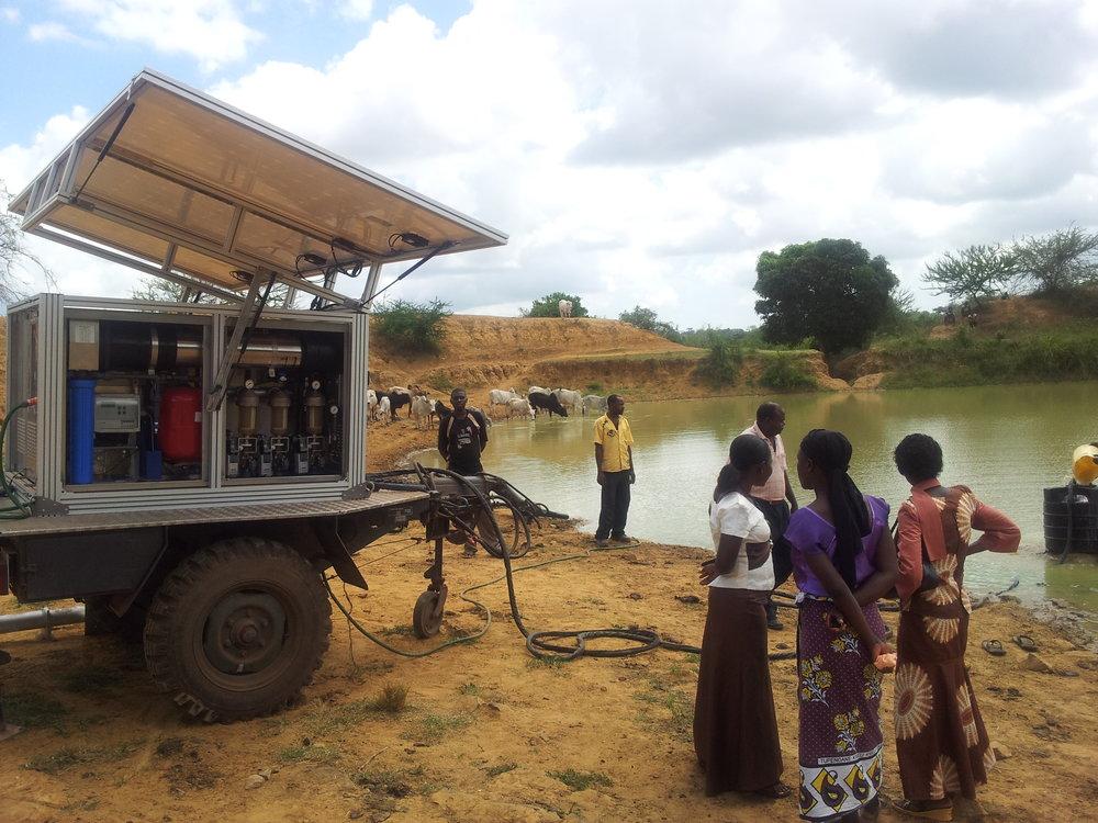 Kenia_Fresh Water Trailer_2.jpg